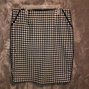 Forever 21 Black/White Herringbone Pencil Skirt